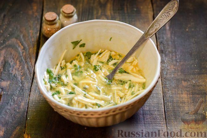 Фото приготовления рецепта: Овощной суп из тыквы и цветной капусты с сырно-яичной заправкой - шаг №14