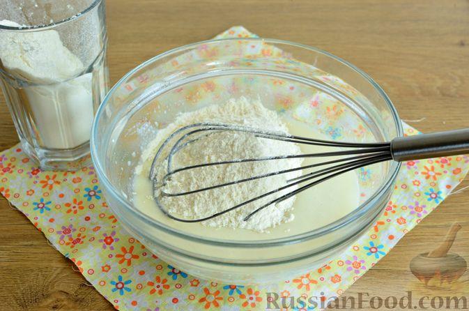 Фото приготовления рецепта: Творожный пирог со сливами и грецкими орехами в карамели - шаг №3