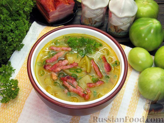 Фото к рецепту: Суп из зеленых помидоров с копченой грудинкой