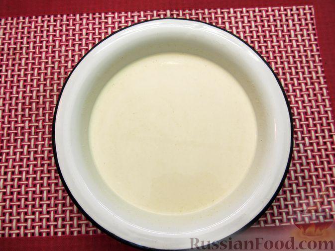 Фото приготовления рецепта: Свинина, тушенная в сметанном соусе с горчицей - шаг №7