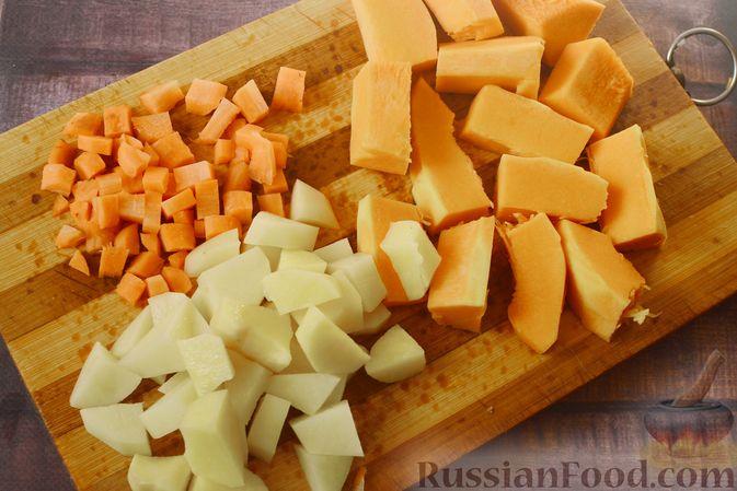 Фото приготовления рецепта: Тыквенный суп-пюре с куриным филе - шаг №4