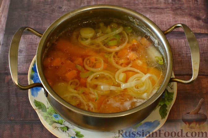Фото приготовления рецепта: Тыквенный суп-пюре с куриным филе - шаг №12