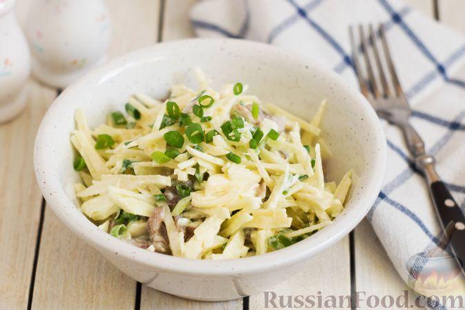 Фото к рецепту: Салат с яблоком, маринованными маслятами и сыром