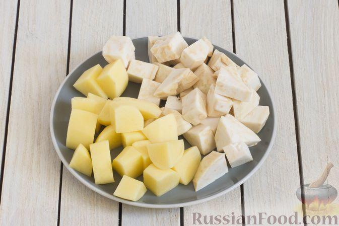 Фото приготовления рецепта: Пюре из сельдерея и картофеля - шаг №2