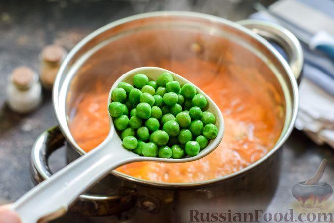 Фото приготовления рецепта: Куриный суп с овощами и сливками - шаг №6