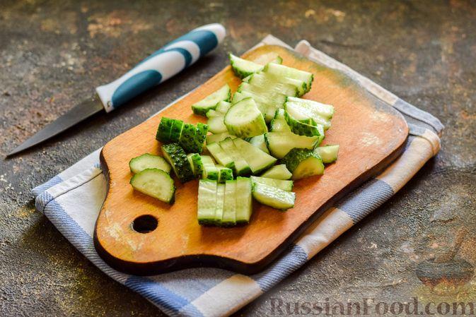 Фото приготовления рецепта: Зелёный смузи с виноградом и огурцом - шаг №3