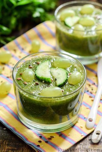 Фото приготовления рецепта: Зелёный смузи с виноградом и огурцом - шаг №8