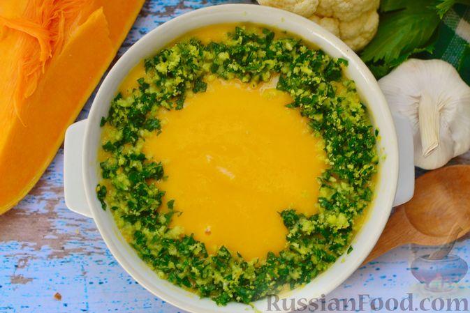 Фото к рецепту: Суп-пюре из тыквы с цветной капустой и чесночной заправкой