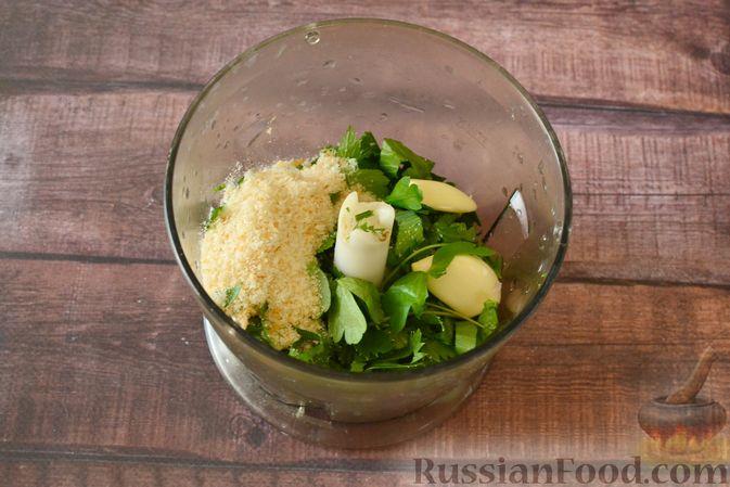 Фото приготовления рецепта: Суп-пюре из тыквы с цветной капустой и чесночной заправкой - шаг №7