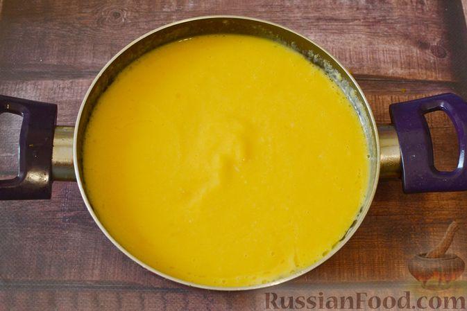 Фото приготовления рецепта: Суп-пюре из тыквы с цветной капустой и чесночной заправкой - шаг №13