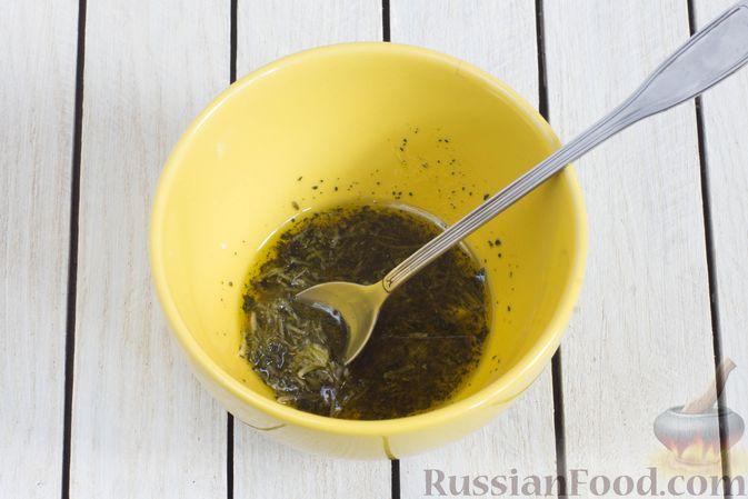 Фото приготовления рецепта: Тыква, запечённая с базиликом и чесноком - шаг №2