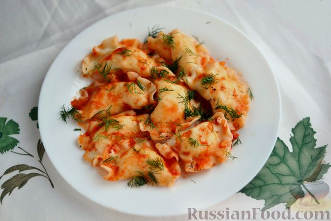 Фото приготовления рецепта: Вареники с картошкой, в томатном соусе - шаг №15