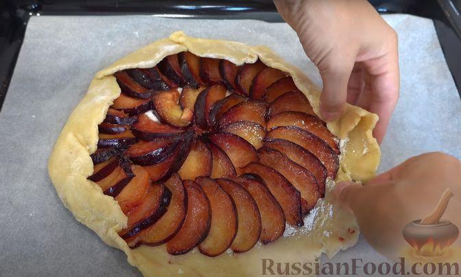 Фото приготовления рецепта: Пирог-галета со сливами - шаг №7