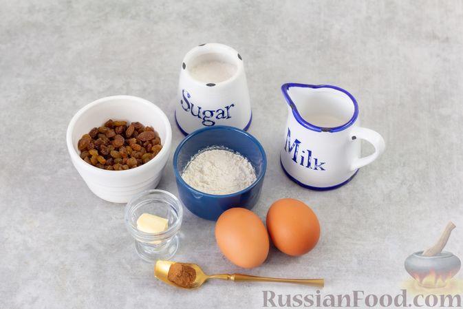Фото приготовления рецепта: Сладкий омлет с изюмом и корицей - шаг №1
