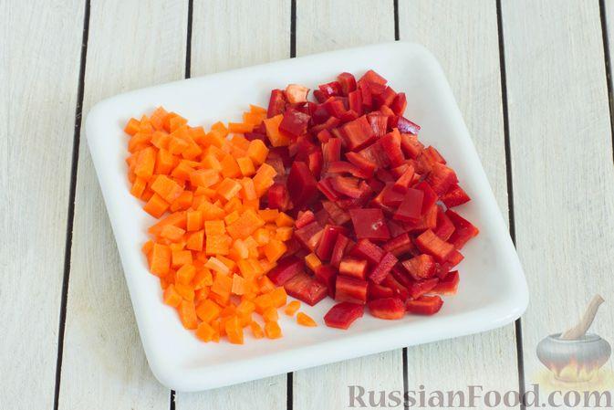 Фото приготовления рецепта: Щи с булгуром и овощами - шаг №2
