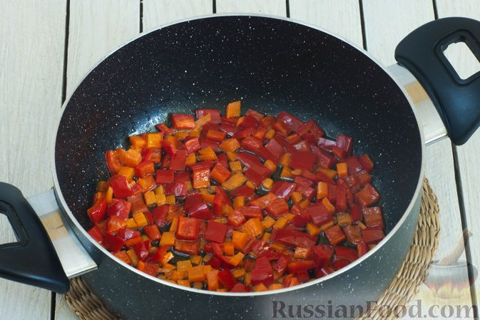 Фото приготовления рецепта: Щи с булгуром и овощами - шаг №3
