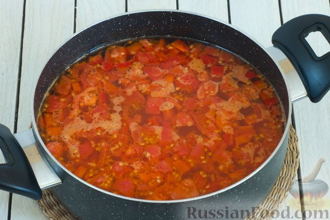 Фото приготовления рецепта: Щи с булгуром и овощами - шаг №7