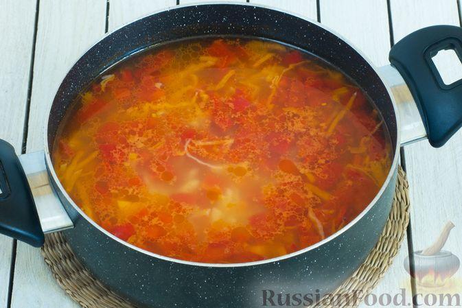 Фото приготовления рецепта: Щи с булгуром и овощами - шаг №10