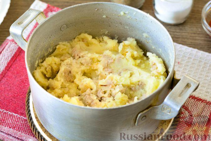 Фото приготовления рецепта: Голубцы с мясным фаршем и картофелем - шаг №11