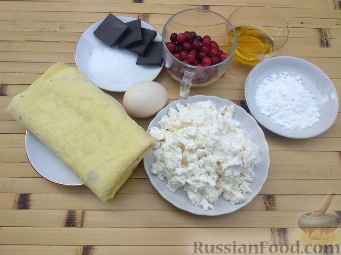 Фото приготовления рецепта: Рулетики из лаваша с творогом, клюквой и шоколадом (на сковороде) - шаг №1