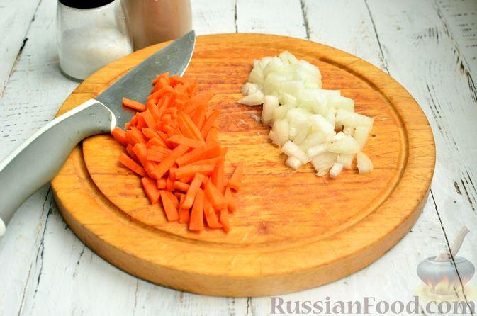 Фото приготовления рецепта: Суп с фрикадельками и брюссельской капустой - шаг №9
