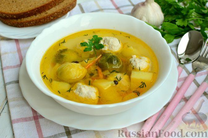 Фото приготовления рецепта: Суп с фрикадельками и брюссельской капустой - шаг №15