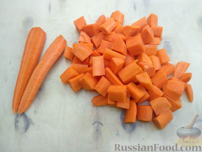 Фото приготовления рецепта: Морковь, запечённая с пряностями и грецкими орехами, с брынзой - шаг №2
