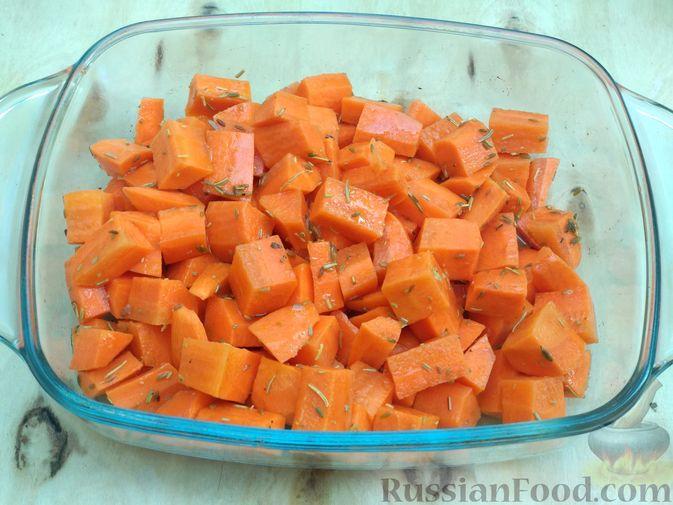 Фото приготовления рецепта: Морковь, запечённая с пряностями и грецкими орехами, с брынзой - шаг №9