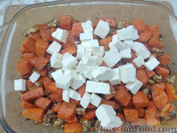 Фото приготовления рецепта: Морковь, запечённая с пряностями и грецкими орехами, с брынзой - шаг №14