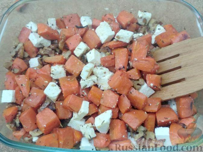 Фото приготовления рецепта: Морковь, запечённая с пряностями и грецкими орехами, с брынзой - шаг №15