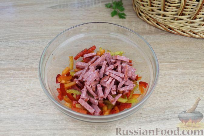 Фото приготовления рецепта: Бутерброды с болгарским перцем и копчёной колбасой - шаг №6
