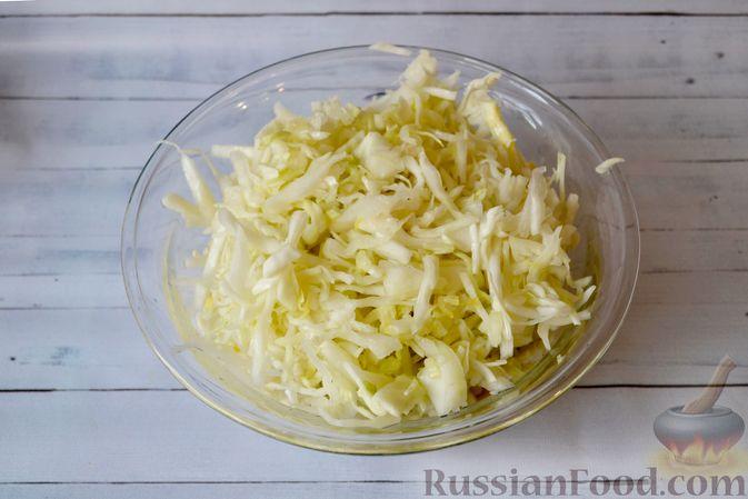 Фото приготовления рецепта: Капустный манник на кефире (в духовке) - шаг №9