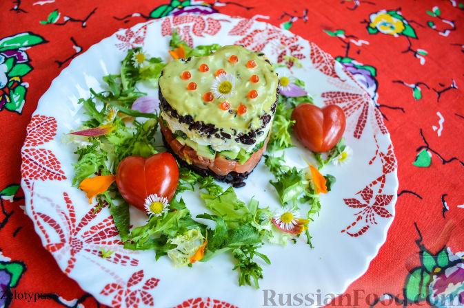 Рецепт Салат из форели, с чёрным рисом, перепелиными яйцами и огурцом