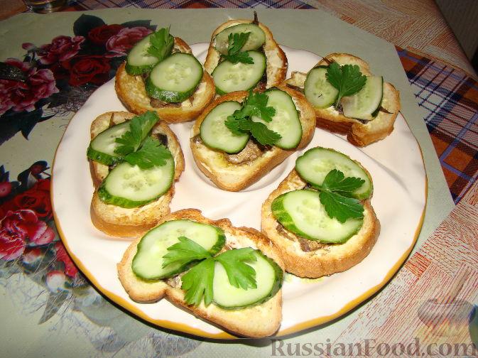 Рецепт Бутерброды со шпротами и свежими огурцами