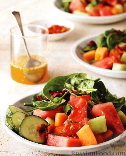 Рецепт Салат из дыни, арбуза и огурца