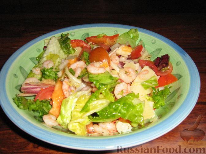 Рецепт Салат с креветками, крабовыми палочками и сыром