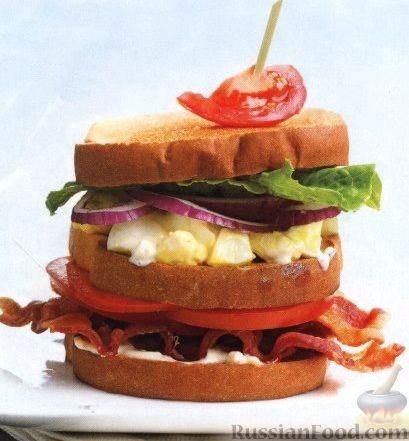 Рецепт Тройной сэндвич с яйцами, беконом и помидорами