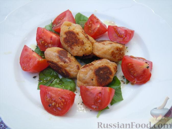 Рецепт Салат из базилика и помидоров, с творожными клецками