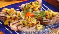 Фото к рецепту: Тунец на гриле с ананасовой сальсой