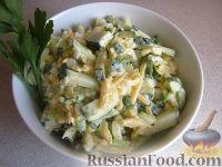 Фото к рецепту: Салат «Радость» с огурцами и сыром