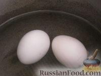 Фото приготовления рецепта: Салат «Радость» с огурцами и сыром - шаг №2