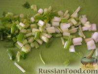 Фото приготовления рецепта: Салат «Радость» с огурцами и сыром - шаг №6