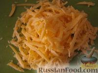 Фото приготовления рецепта: Салат «Радость» с огурцами и сыром - шаг №7