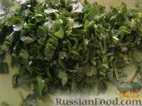 Фото приготовления рецепта: Салат «Радость» с огурцами и сыром - шаг №10