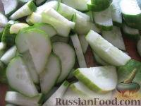 Фото приготовления рецепта: Салат «Нежинский» из огурцов на зиму - шаг №3