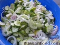 Фото приготовления рецепта: Салат «Нежинский» из огурцов на зиму - шаг №5