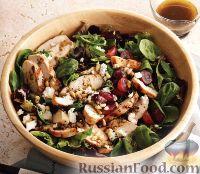 Фото к рецепту: Салат с куриным филе и виноградом