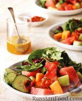 Фото к рецепту: Салат из дыни, арбуза и огурца