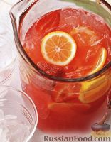 Фото к рецепту: Лимонад с арбузом и клубникой