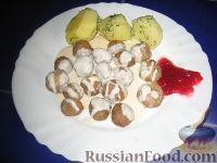 Фото к рецепту: Фрикадельки под сливочным соусом